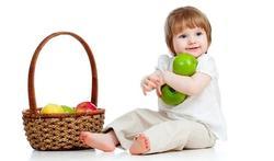 Jonge kinderen eten te weinig vet en te veel eiwitten