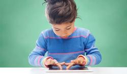 Sociale vaardigheden van kinderen lijden niet onder schermtijd