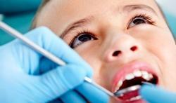 Waarom naar de tandarts voor u op reis vertrekt?