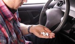 123-man-auto-drugs-pillen-verslav-170-12.jpg