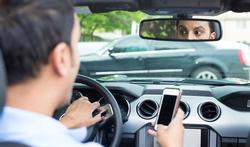 1 op de 5 jonge bestuurders gebruikt zijn smartphone elke rit