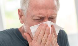 123-man-neus-verkoudh-ziek-allerg-hooik-03-19.jpg