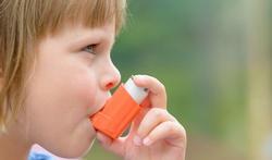 Een allergische rhinitis tijdens de kindertijd kan leiden tot astma