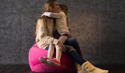123-moeder-dochter-knuffelen-04-16.jpg