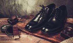 Hoe maak je lederen schoenen soepel?
