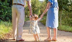 Oma's en opa's overbelast door zorg voor kleinkinderen