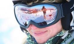 Wintersporters laks met oogbescherming