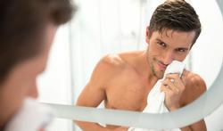 Hoe maak je een spiegel glanzend schoon?