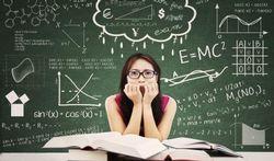 123-student-exam-stress-boek-bord-170_06.jpg