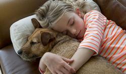 Hoe troost je je kind als zijn huisdier sterft