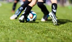 Jonge sporters hebben kans op hitteshock door hete kunstvelden