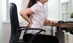 Helft kantoorwerkers lijdt aan pijnlijke nek, rug of schouders