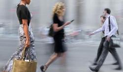 Mobiele telefoon ook gevaarlijk voor voetgangers
