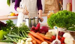 Vijf tips om je dagelijkse portie groenten binnen te krijgen zonder lange tanden