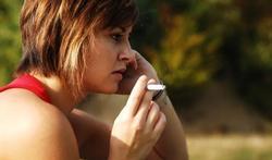 Mensen die roken kosten de gezondheidszorg minder geld