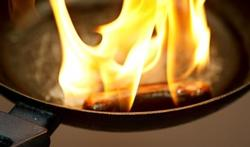 Frietketel of pan in brand? Nooit met water blussen!