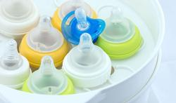 Flesvoeding: hoe en hoelang moet u de flessen steriliseren?