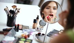 Waarom je (soms) beter geen make-up draagt