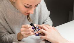 Hoe verwijder je gelpolish op je nagels?