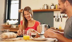 Kan je best voor of tijdens de maaltijd drinken?