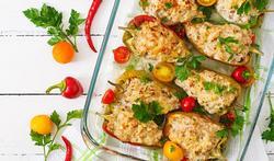 Puntpaprika met spek, feta en quinoa