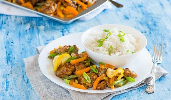 wok van kip met paprika, spitskool en sojascheuten | gezondheid.be