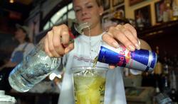 Red Bull en vodka combineren is gevaarlijker dan je denkt