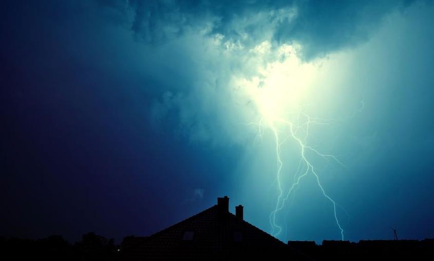 f-123-bliksem-onweer-huis-07-18.jpg