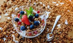 Maak zelf granola in de oven en je ontbijt een hele week lekker