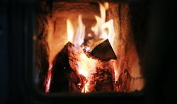 25 tips voor veilig stoken in open haard en houtkachel