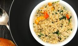 Veggie freekeh-salade met geroosterde butternut en spinazie