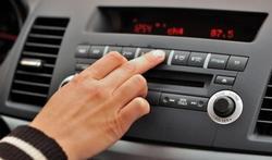 Tieners die naar hun favoriete muziek luisteren hebben meer auto-ongelukken