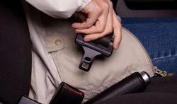Gros anorak en voiture : attention à la sécurité