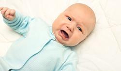 Spasmes de l'enfant : cause, symptômes, traitement