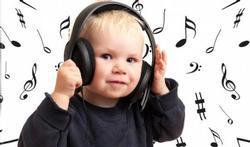 Maman, papa et bébé : en avant la musique !