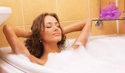 Salle de bains et toilettes : 3 astuces pour éliminer les microbes