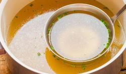Een handig wistjedatje voor in de keuken: wat is het verschil tussen fond en bouillon?
