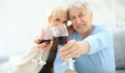 Seniors : un petit verre d'alcool, bon pour le cerveau ?