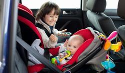 Comment bien attacher votre enfant dans la voiture ?