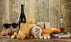 Waarom rode wijn niet past bij kaas