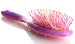 Haaruitval  (alopecia): soorten, oorzaken en behandeling