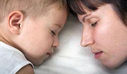Le sommeil des parents influence le poids de l'enfant