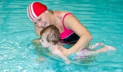 A partir de quel âge un bébé peut-il aller à la piscine ?