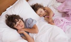 123-kinderen-samen-bed-slapen-05-17.jpg