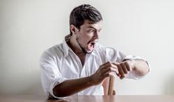 Toujours en retard : de la négligence ou une vraie maladie ?