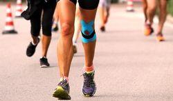 Dragen bandjes en tape heeft effect bij jumpersknee