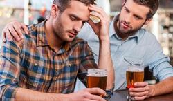 123-mannen-troost-bier-hulp-01-18.jpg