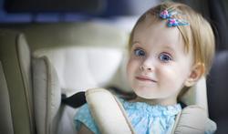 Autostoeltjes veiliger, maar ouders gebruiken ze verkeerd