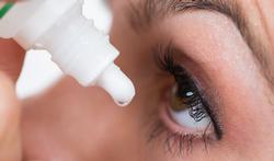 Lentilles et médicaments pour les yeux : les conseils d'utilisation