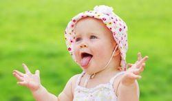 Bébé a le sens de l'humour